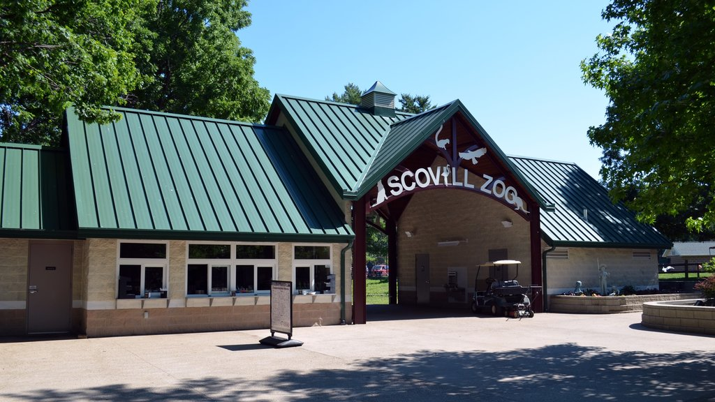 Scovill Zoo showing signage