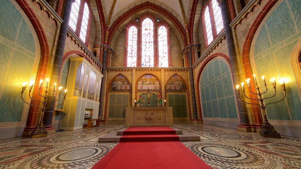 Catedral de Bremen mostrando elementos del patrimonio, vistas interiores y una iglesia o catedral