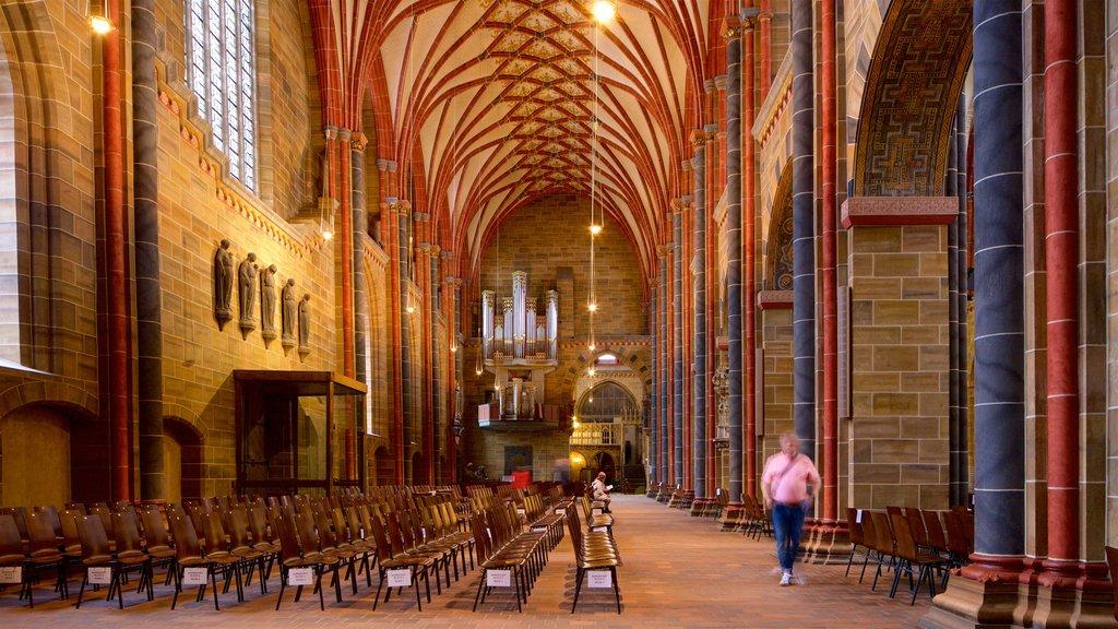 Catedral de Bremen ofreciendo elementos del patrimonio, una iglesia o catedral y vistas interiores