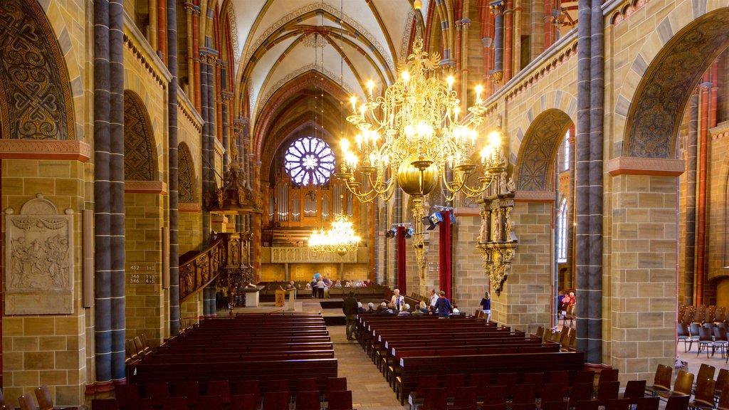 Catedral de Bremen que incluye una iglesia o catedral, vistas interiores y elementos del patrimonio