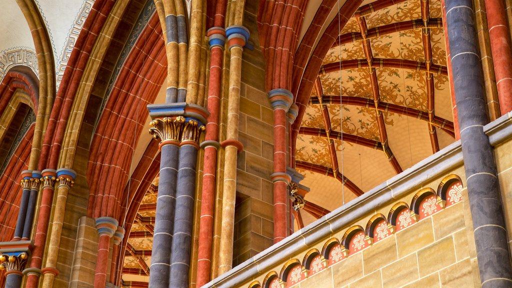 Catedral de Bremen mostrando vistas interiores y elementos del patrimonio