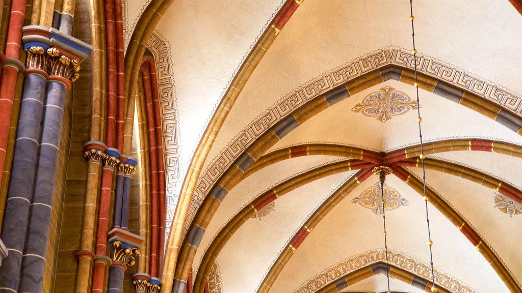 Catedral de Bremen que incluye elementos del patrimonio y vistas interiores