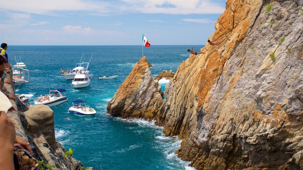 La Quebrada Cliffs which includes rocky coastline and boating