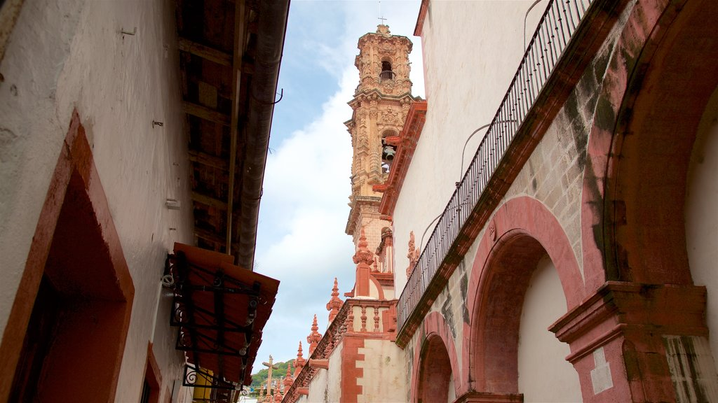 Taxco featuring heritage elements