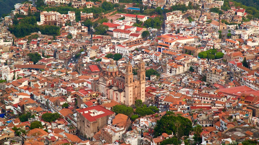 Santa Prisca Cathedral featuring a city