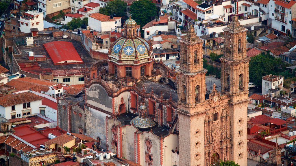 Santa Prisca Cathedral showing heritage architecture and a city