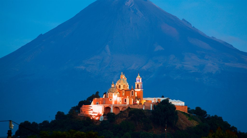 San Andrés Cholula which includes landscape views, night scenes and heritage architecture