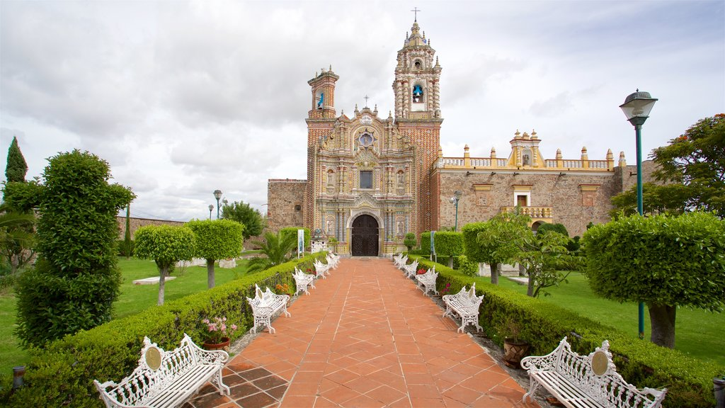 Templo San Francisco Acatepec featuring heritage architecture and a garden