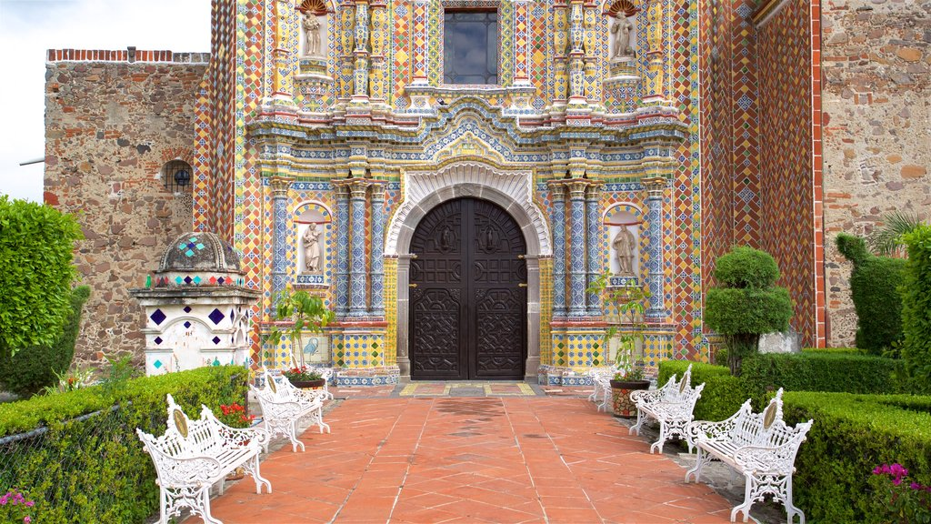 Puebla which includes a park and heritage elements