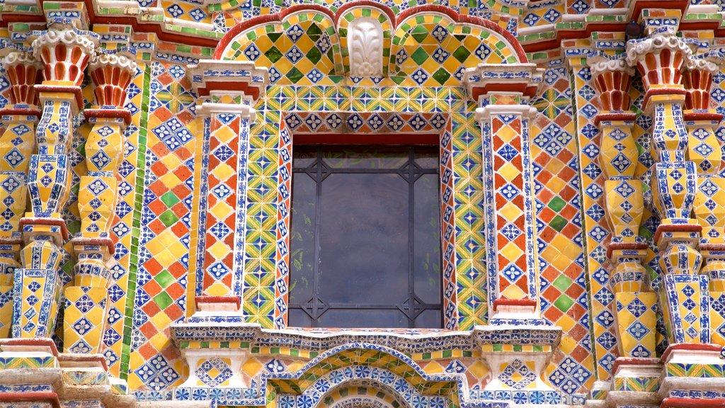 Puebla which includes heritage elements