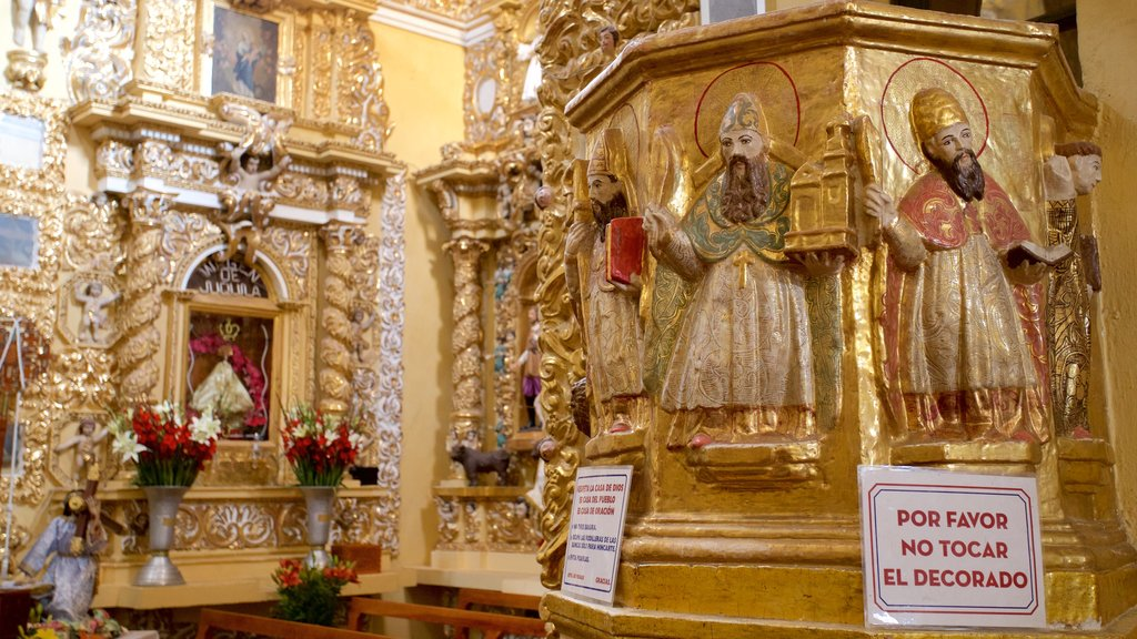 Templo San Francisco Acatepec which includes religious aspects and interior views