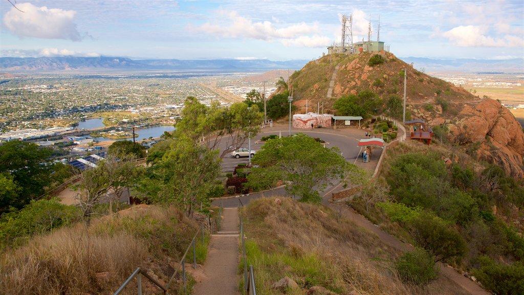 Castle Hill mostrando escenas tranquilas y vistas de paisajes