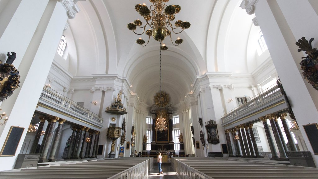 Kalmar featuring interior views, a church or cathedral and heritage elements