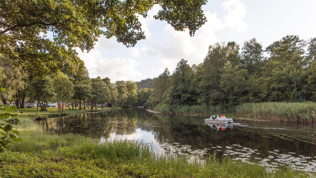 Boras which includes boating, a river or creek and a park