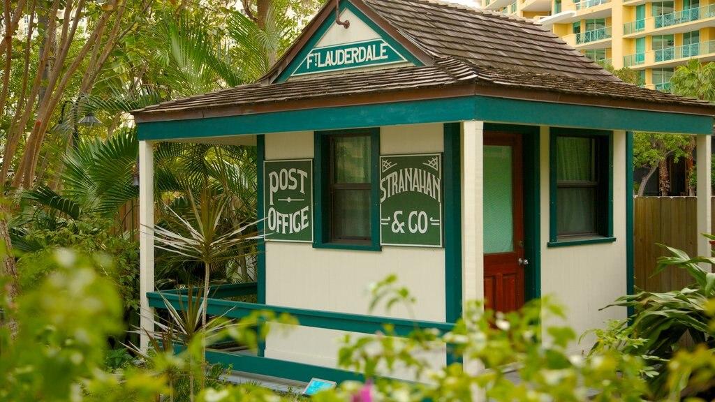 Riverwalk ofreciendo una casa y patrimonio de arquitectura