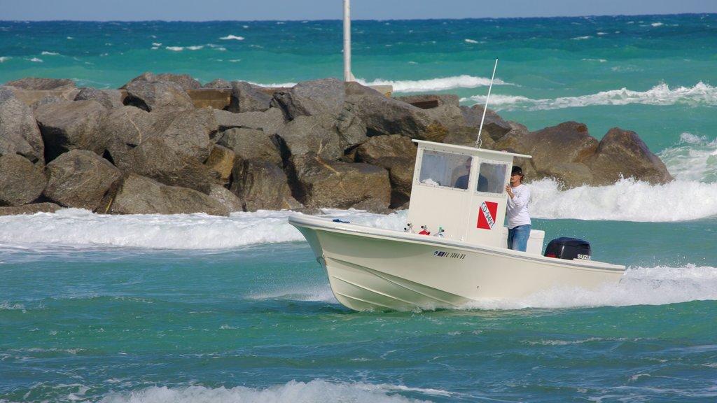 Jupiter Beach showing boating, rugged coastline and landscape views