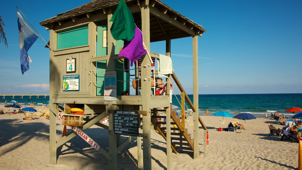 Muelle de Deerfield Beach que incluye vistas de paisajes y una playa