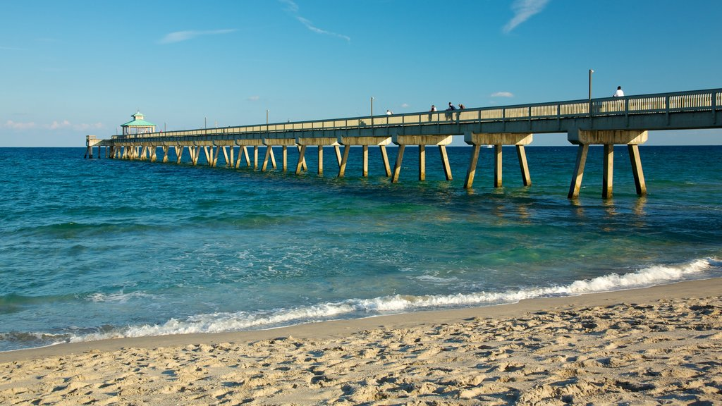 Deerfield Beach showing a beach
