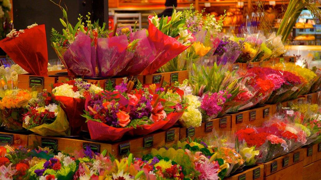 Reading Terminal Market ofreciendo vistas interiores, flores y mercados
