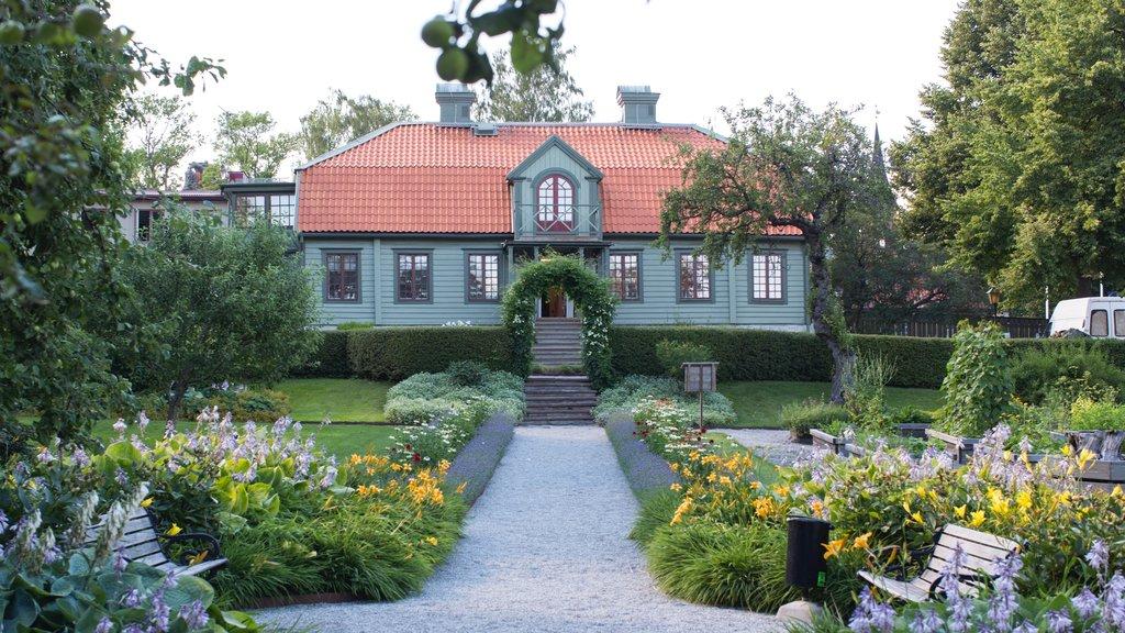 Sigtuna ofreciendo flores silvestres, un jardín y una casa