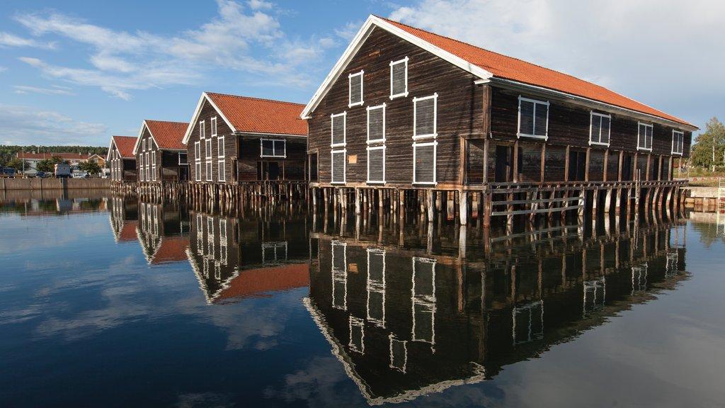 Hudiksvall mostrando una bahía o puerto