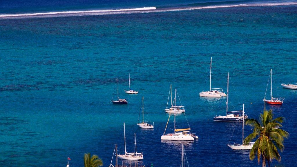 Tahití ofreciendo una bahía o puerto