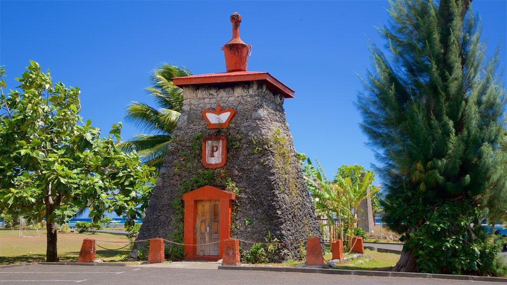 Tumba del rey Pomare V mostrando elementos del patrimonio