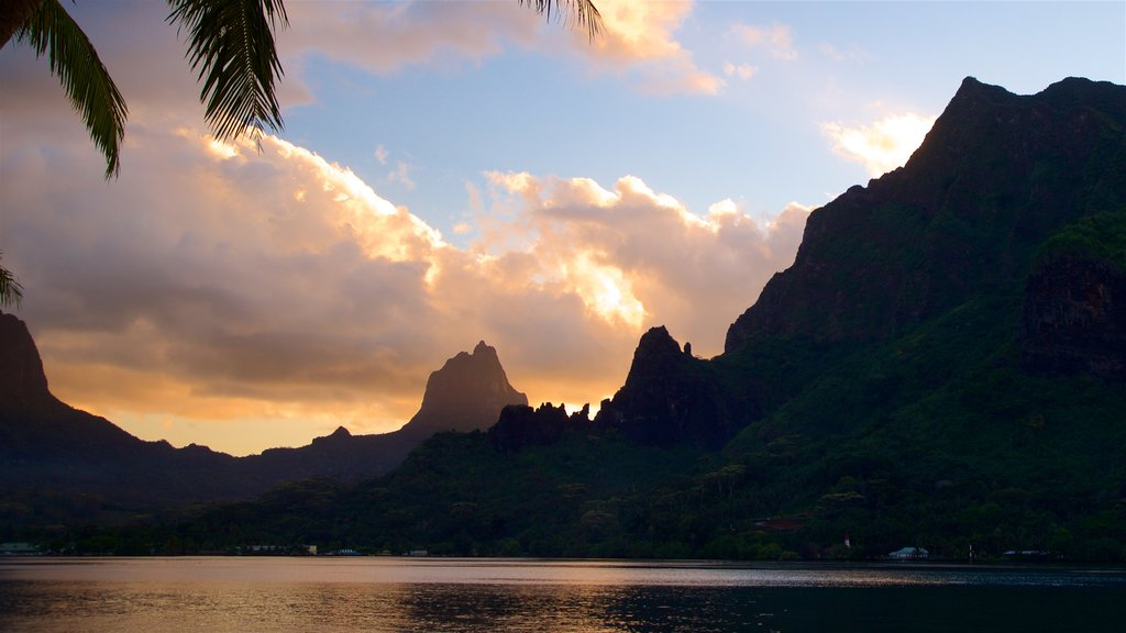 Moorea showing a lake or waterhole, mountains and a sunset