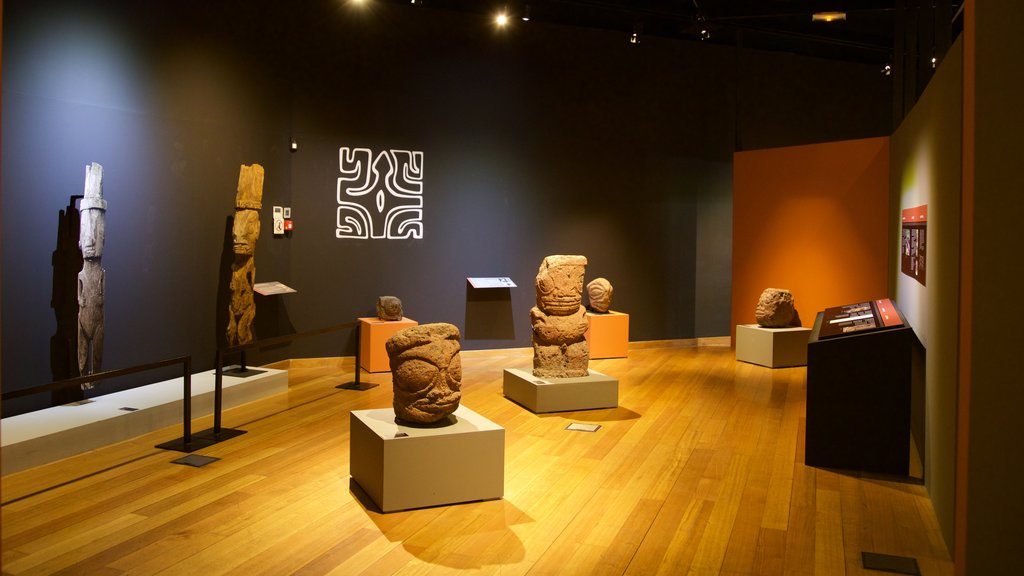 Museum of Tahiti which includes indigenous culture and interior views