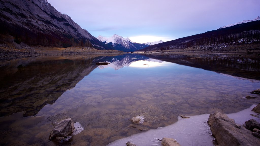 Medicine Lake showing tranquil scenes and a lake or waterhole