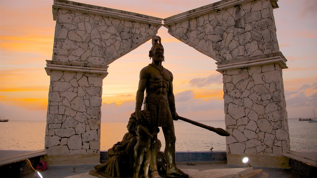 Cozumel which includes general coastal views, a monument and a statue or sculpture