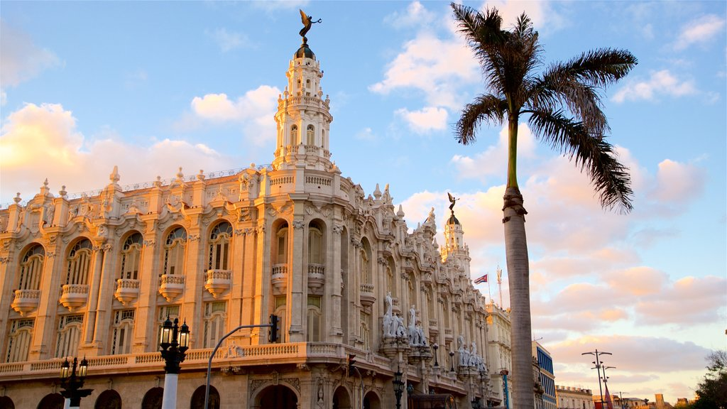 La Habana Grand Theater featuring heritage architecture and a sunset