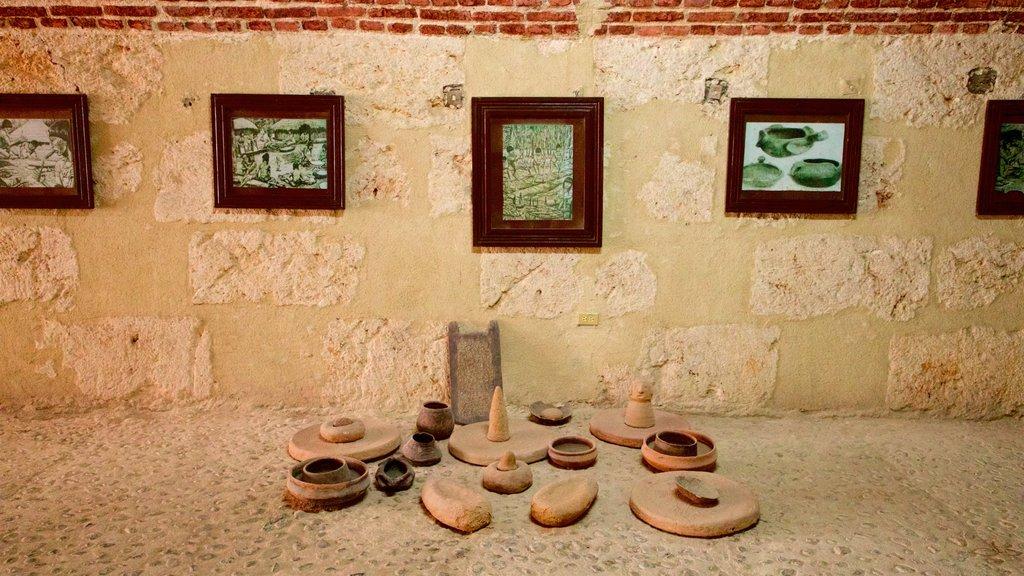El Morro mostrando vistas interiores y arte