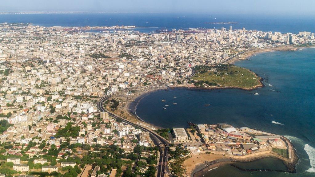 Dakar que incluye una ciudad, vistas generales de la costa y una ciudad costera