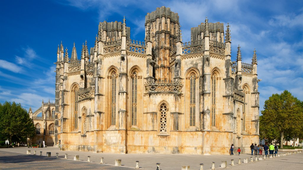 Batalha Monastery which includes heritage architecture and a church or cathedral