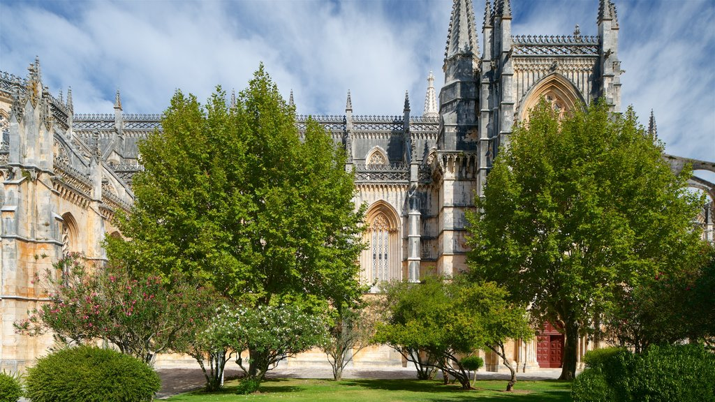 Batalha Monastery featuring a park and heritage architecture