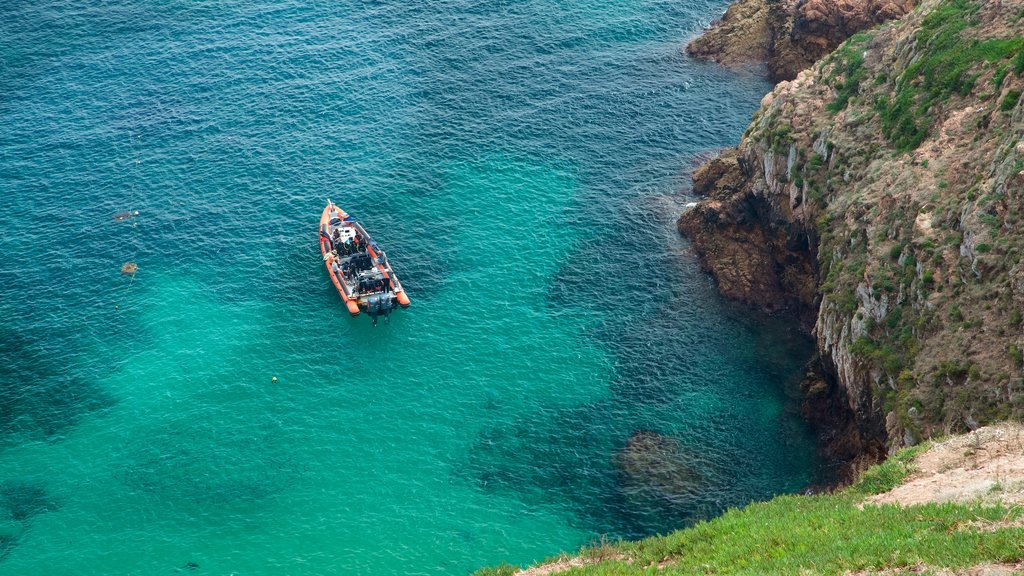Berlenga Island which includes rocky coastline, boating and general coastal views