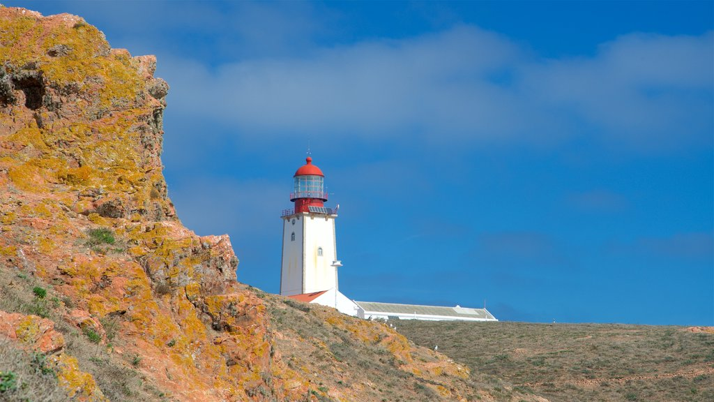 Berlenga Island showing a lighthouse and tranquil scenes