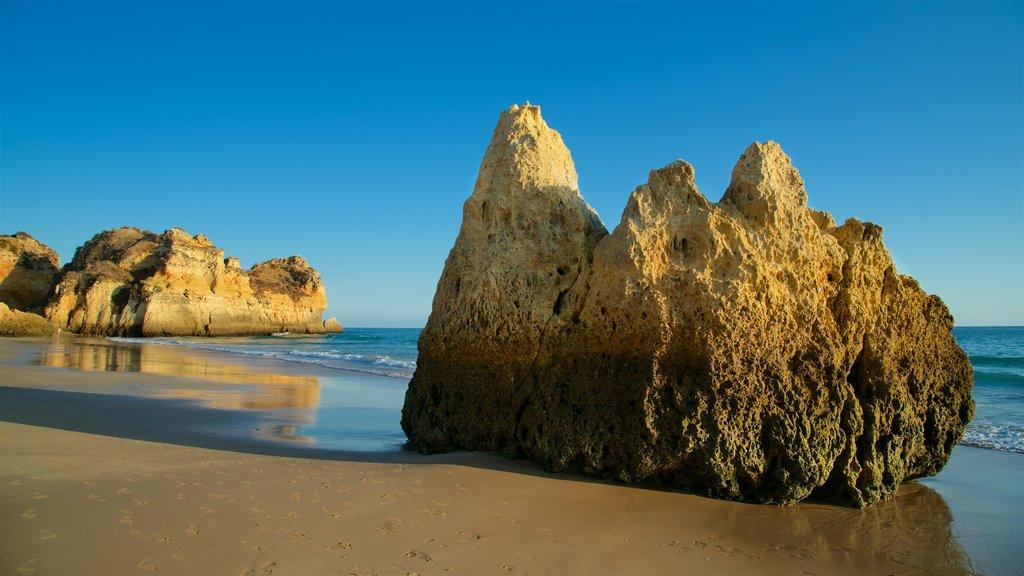 Tres Irmaos Beach showing general coastal views, a sandy beach and rocky coastline