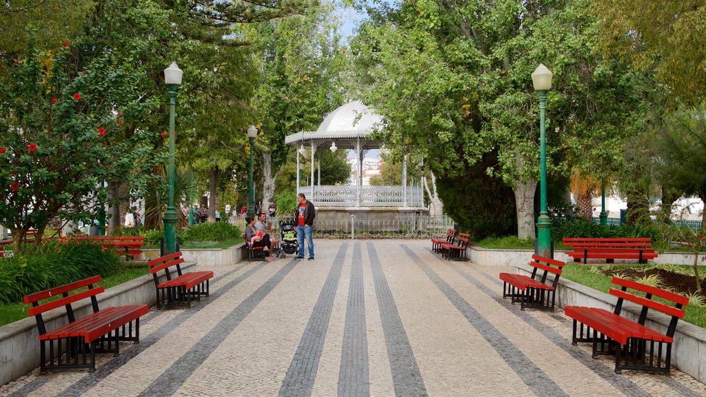 Tavira showing a park