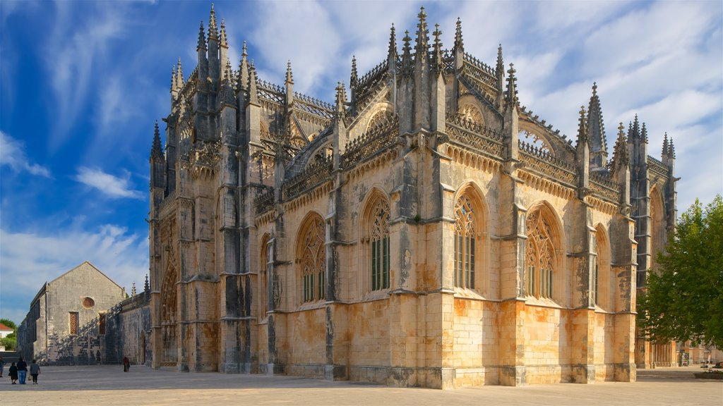 Batalha Monastery which includes a church or cathedral and heritage architecture