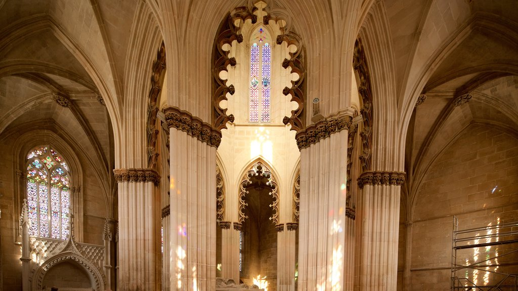 Batalha Monastery showing interior views, heritage elements and a church or cathedral