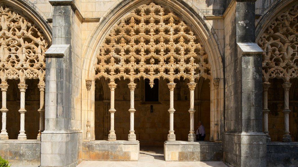 Batalha Monastery showing heritage elements