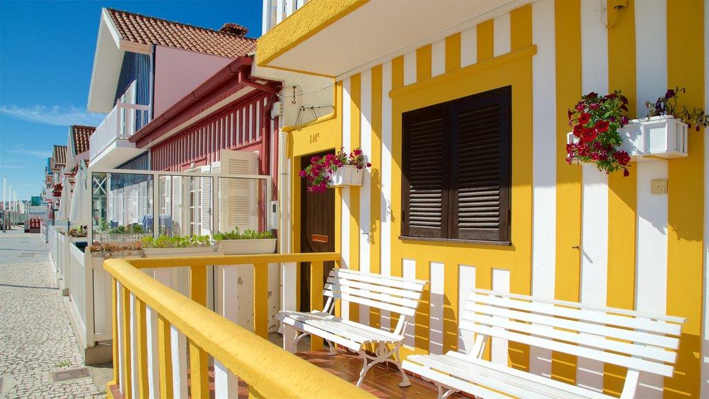 Praia da Costa Nova mostrando uma casa