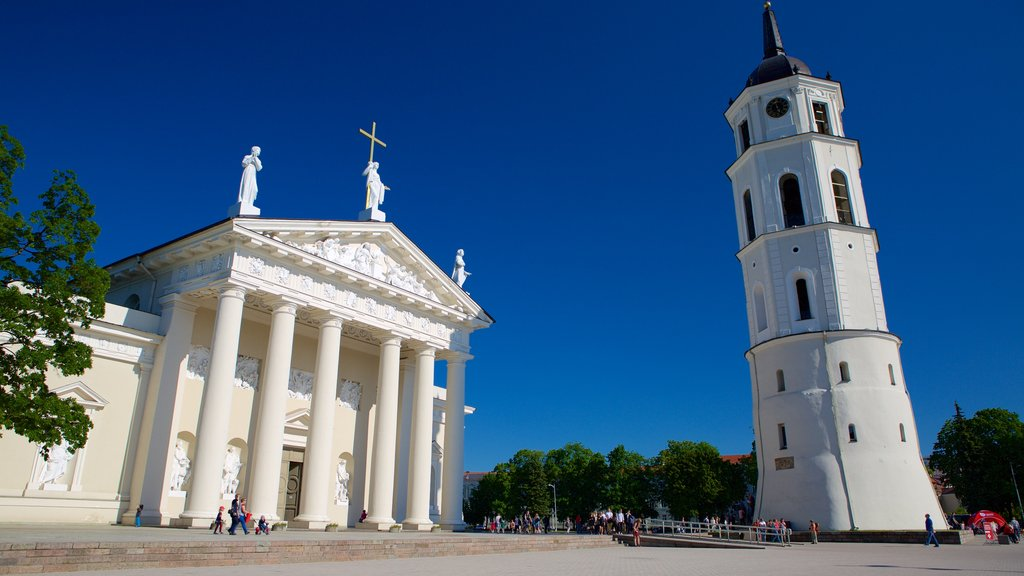 Vilnius Cathedral showing heritage elements, a square or plaza and a church or cathedral