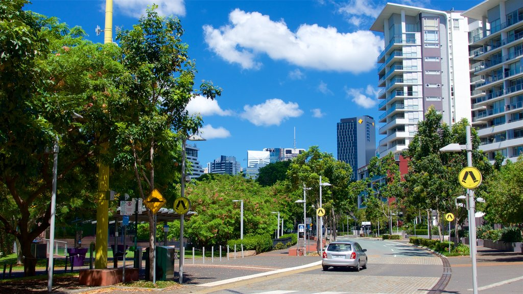 Roma Street Parkland showing a city and a garden