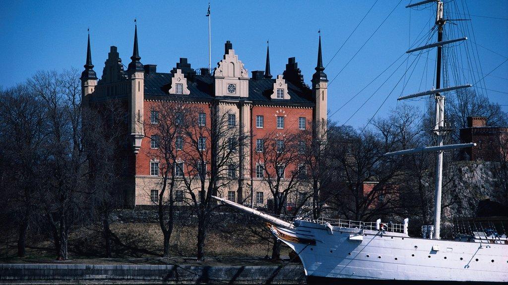 Skeppsholmen mostrando paseos en lancha y patrimonio de arquitectura