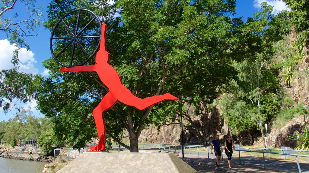 Kangaroo Point Cliffs showing a park and outdoor art