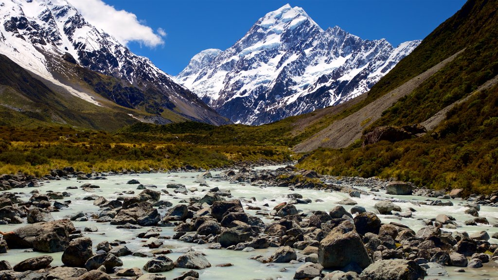 Mount Cook National Park which includes mountains, snow and landscape views