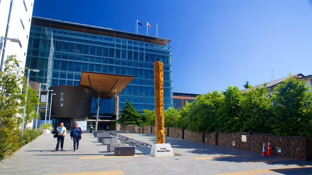 Christchurch ofreciendo arte al aire libre y también una pareja